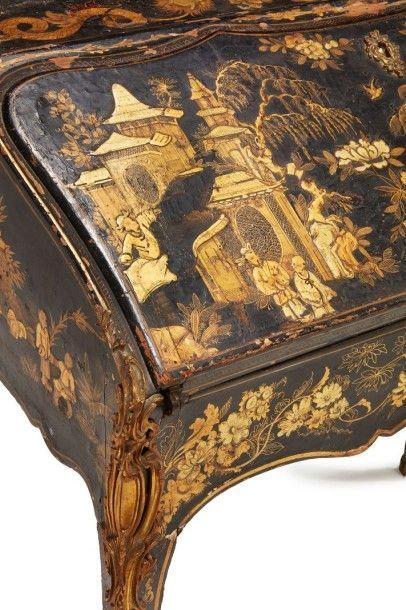 Bureau de pente Estampille F. G. Epoque Louis XV RARE BUREAU DE PENTE à décor de...