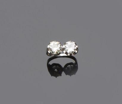 Bague en platine ornée d'un diamant de demi...