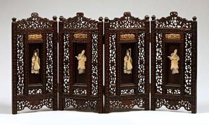 Paravent miniature en bois, nacre et ivoire...