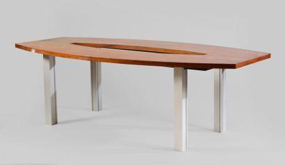 Table de conférence ovale en placage de bois...
