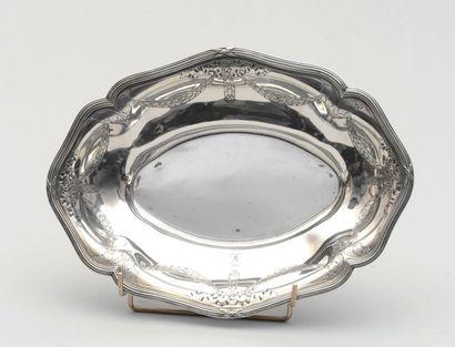 Corbeille ovale de forme chantournée en argent,...