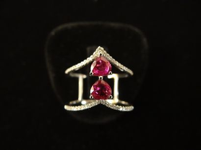 Bague rubis et diamants  Sertie de 2 rubis...