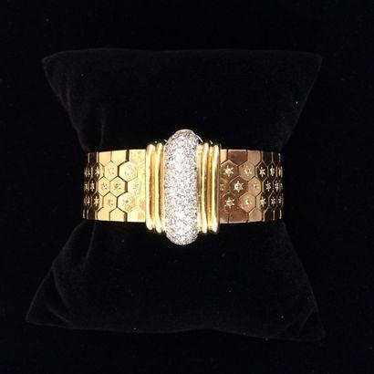 Bracelet or et diamants  Composé d'une succession...
