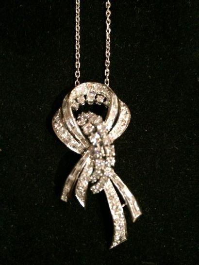Pendentif en diamants  Formant un noeud serti...