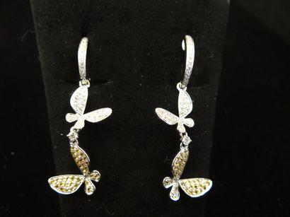 Paire de pendants d'oreilles diamants  Stylisant...