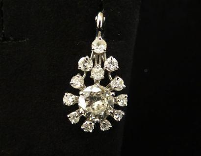Pendentif diamants  Stylisant une goutte...
