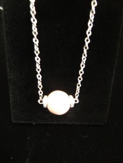 Collier conch et diamants  Composé d'une...