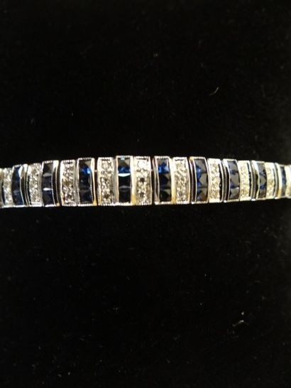 Bracelet saphirs et diamants  Motif géométrique...