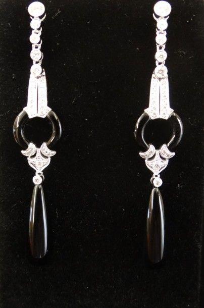 Paire de pendants d'oreilles onyx et diamants...