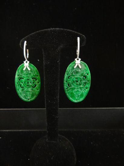 Paire de pendants d'oreilles jade et diamants...