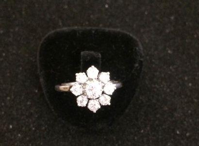 Bague diamants  De style entourage, sertie...