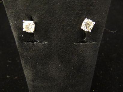 Paire de clous d'oreilles solitaires diamants...