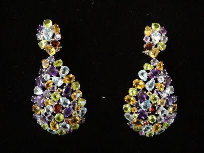 Paire de pendants d'oreilles multicolores...