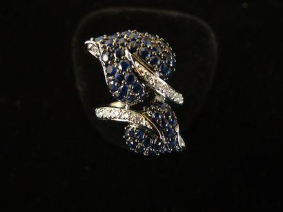 Bague saphirs et diamants  Stylisant 2 feuilles...
