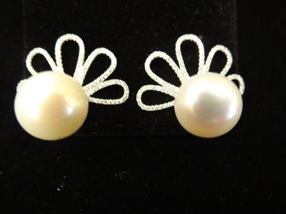 Paire de boucles d'oreilles perles et diamants...