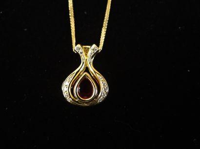 Pendentif rubis et diamants  En forme de...