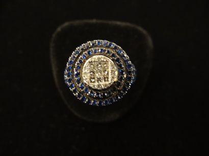 Bague saphirs et diamants  Sertie de saphirs...