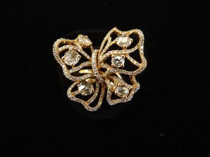 Bague papillon diamants  Stylisant un papillon...
