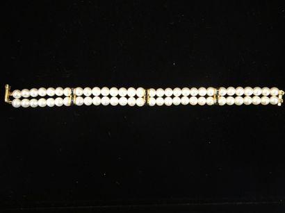 Bracelet de perles  Composé de 2 rangs de...