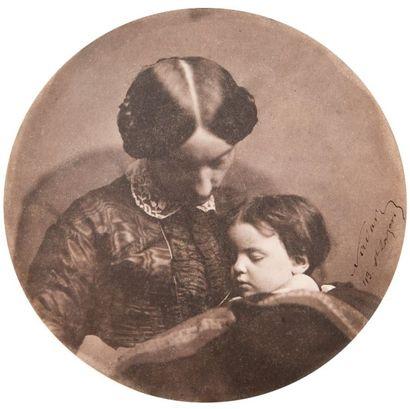 Félix NADAR (1820-1910)<br> Maternité : Paul Nadar dans les bras Madame Auguste Lefranc, 1858-1859