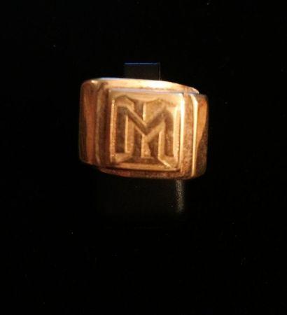 Chevalière en or jaune 18 K (750°/°°) monogrammée...