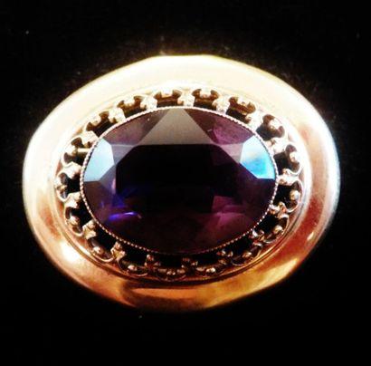 Broche ovale en or 18 K (750°/°°) sertie...