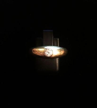 Bague en or jaune 18 K (750°/°°) sertie d'un...