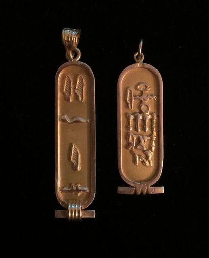 Deux pendentifs en or 14 K (585°/°°) en forme...