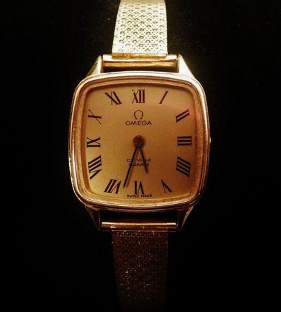 OMEGA  Montre de dame de forme carrée, en or jaune 18 K (750°/°°), bracelet maille...