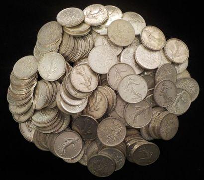 Important lot d'environ 160 pièces de 5 francs...