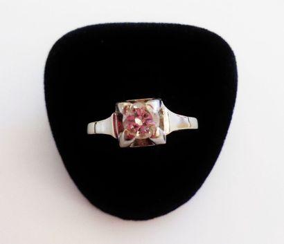 Bague en or 18 K (750 °/°°) sertie d'un diamant...