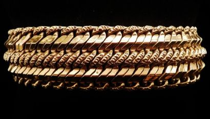 Large bracelet en or jaune 18 K (750°/°°)...