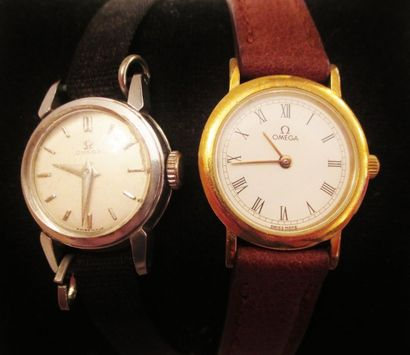 OMEGA  Deux montres de dame à cadrans ronds...