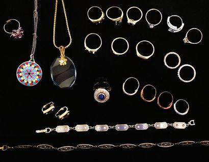 Lot de bijoux fantaisie en métal :  17 bagues...