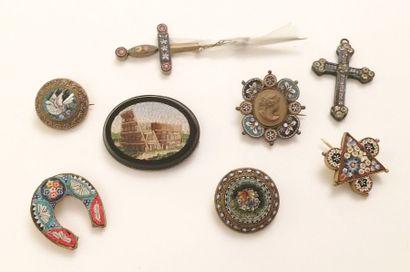 Lot de divers bijoux fantaisie à décor émaillé...