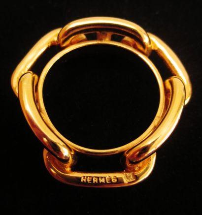 HERMES  Bague de foulard en métal doré  Signée...