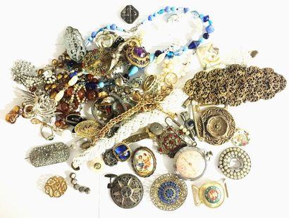 Important lot de bijoux de fantaisie