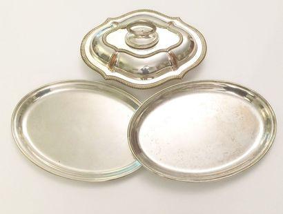 Légumier couvert en métal argenté, le contours à décor de godrons  H : 13 - L :...