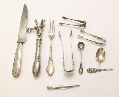 Lot comprenant un couteau et un manche à...