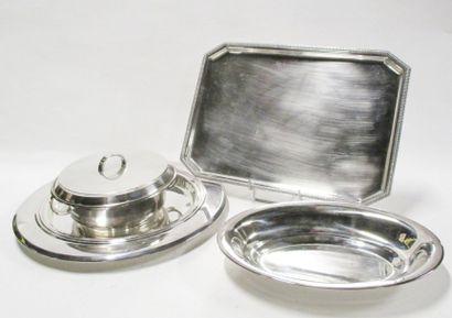 Ensemble en métal argenté composé d'un plat...