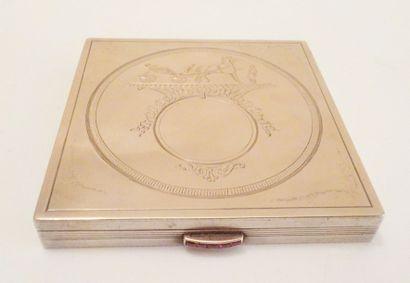 HERMES  Poudrier carré en métal argenté,...