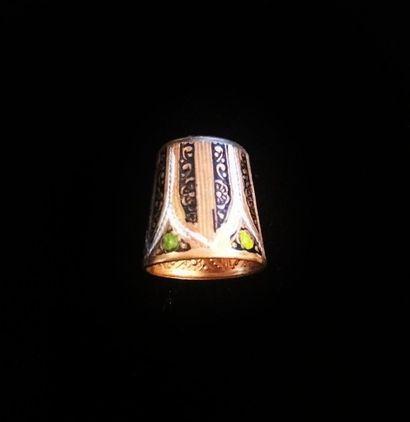 Elégant dé à coudre en métal doré à décor...