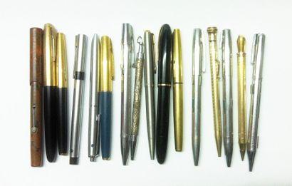 Lot de stylos à plume et à bille