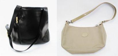LONGCHAMP  Lot de deux sacs : un noir en...