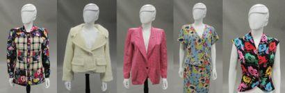 Emanuel UNGARO  - une veste en soie rose...