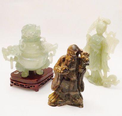 CHINE  Lot de sculptures en pierres dures...