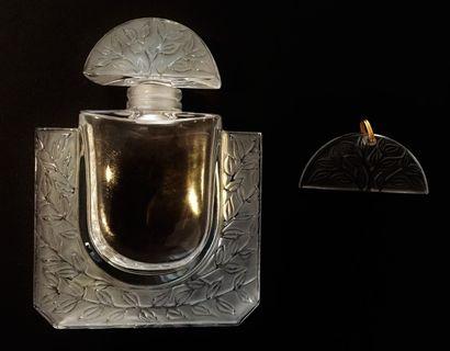 LALIQUE  Flacon à parfum à décor de feuillages...