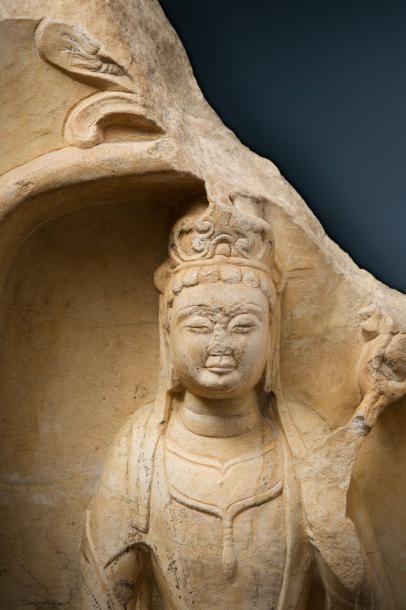 Importante stèle en marbre blanc Chine, période des Qi du nord (Bei Qi), vers 550-577...