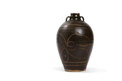 Chine, période Yuan, XIIIe-XIVe siècle  Petite jarre ovoïde de type Cizhou en grès...