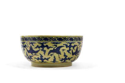 """Chine, période Wanli (1573-1619) 大明万历 """"大明万历年制""""款黄鼬仙鹤如意纹大碗..."""